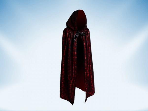Capa roja con capuchón cubierta con encaje negro