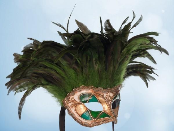 Máscara de plumas verdes para fiesta
