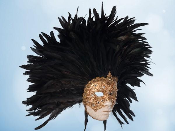 Máscara de rostro completo con plumas negras y dorado