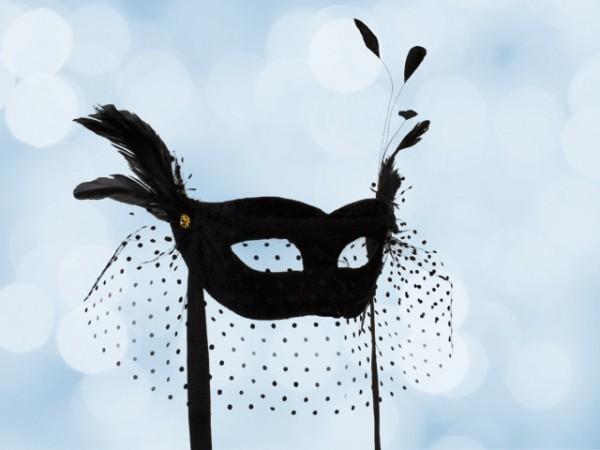 Máscara en negro con velo