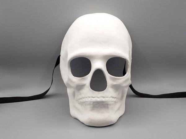 Máscara blanca de cráneo humano